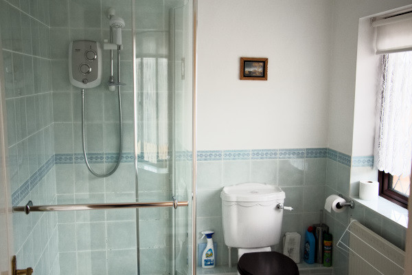 Long Acres holiday cottage bathroom