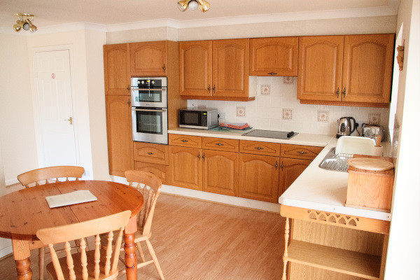 Long Acres holiday cottage dining area and kitchen